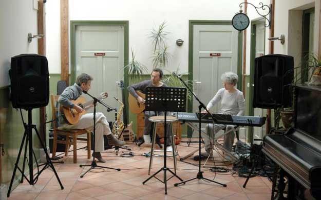 Daar Zit Muziek In De Essenburg